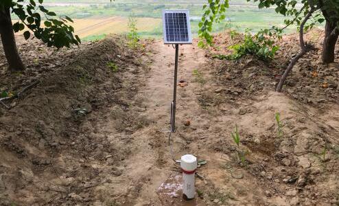 集土壤水分和倾角传感器监测于一体的山体滑坡监测设备